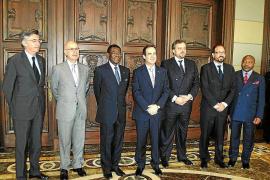 Bono pide apoyo al dictador Obiang para fomentar inversiones españolas en Guinea