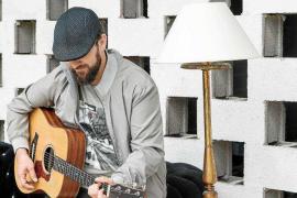 El cantautor Joaquín Garli presenta 'Sintecho', su primer trabajo discográfico