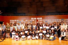 Más de 500 alumnos participan en la entrega de los premios del concurso de dibujo y redacción del Parlament