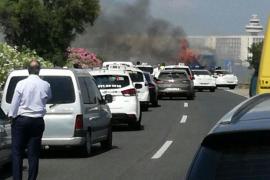 Arde un autobús de la EMT cerca del aeropuerto