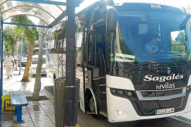La línea regular de Benirràs se inicia con buses vacíos por la falta de información