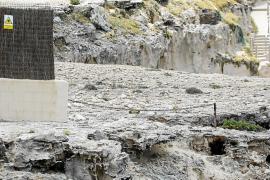 Costas obliga a la mansión de Platges de Comte a retirar la cadena que impedía el paso por el litoral