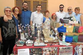Artesanía y solidaridad en la Fira del Caragol de Sant Jordi