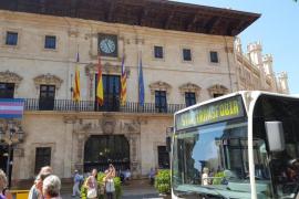 Los autobuses de la EMT cuelgan el cartel de 'Stop Transfobia'