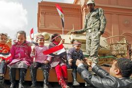 El Ejército promete una transición pacífica hacia un poder civil elegido por el pueblo