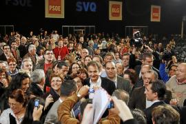 Zapatero pide a los suyos que no hagan «una campaña de rifirrafes, sino por el empleo»