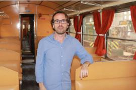 Dos coches llegan de Portugal para el tren histórico de Sant Llorenç
