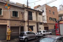 Precintan una vivienda en Palma por las chispas de un poste eléctrico