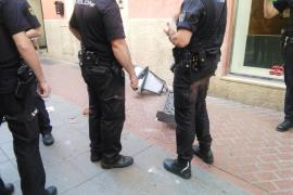 Realizan una prueba de peso a una farola como la que cayó sobre un niño en Palma