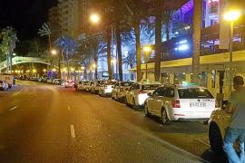 Cort autoriza a los taxistas a trabajar más horas en verano