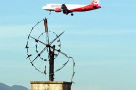 El precio final de los vuelos interislas rondará los 20 euros con el descuento del 75%