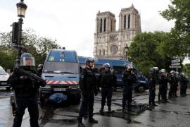 La Policía de París da por «controlada» la situación tras el ataque en Notre Dame