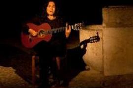 Mariona Forteza, acompañada de Carlos Garrido, presenta sus canciones en Palma