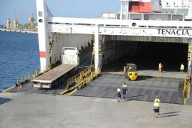 Autoridades y navieras prevén que la huelga de estibadores no afectará al suministro