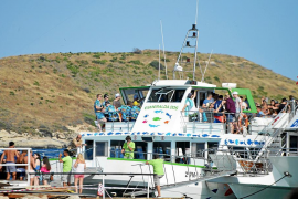 El Govern modificará la ley turística para regular los excesos en los 'party boats'