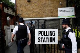 Abren los colegios electorales en el Reino Unido