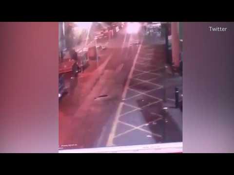 Una cámara capta cómo la policía mata a los terroristas de Londres