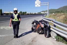 Un motorista y su hija, heridos en un accidente de tráfico en Ibiza