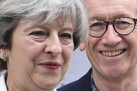 El último sondeo de la jornada electoral da a May una ventaja de 8 puntos
