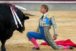 Julio Benítez sufre un traumatismo craneoencefálico y una fractura en una pierna tras un accidente de moto