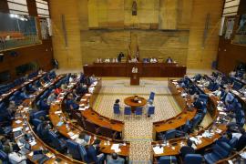 Podemos pierde la moción contra Cifuentes en un largo y tenso debate