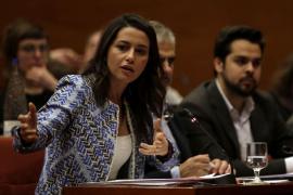 Arrimadas critica que Puigdemont entre en la «máquina del tiempo» con otra consulta ilegal