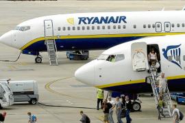 Ryanair «rompe» el mercado aéreo en Balears y las aerolíneas anulan frecuencias