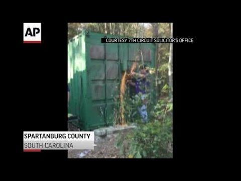 Impactante rescate de una mujer encerrada en un contenedor por un asesino en serie