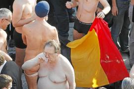 Un grupo de estudiantes belgas protestan desnudos contra la falta de Gobierno