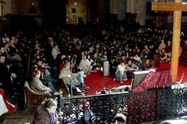 La Cruz de la Juventud inicia su estancia en Mallorca con notable presencia popular