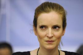 Hospitalizada una exministra francesa que fue atacada con folletos de propaganda electoral
