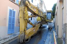 El paso de una excavadora rompe la conducción de agua de El Terreno