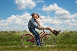 Nueve hábitos para incrementar la felicidad de las parejas en verano