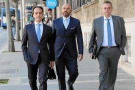 El abogado de Gijón sospecha que la testigo clave le grabó en su despacho