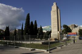 Cort salva el monumento al 'Baleares' y eliminará los símbolos franquistas
