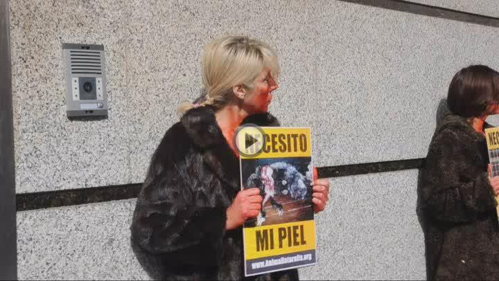 Protesta contra la venta de pieles