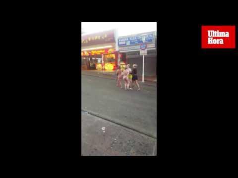 Una joven acaba la 'fiesta' completamente desnuda en Punta Ballena