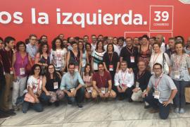 Amplia delegación del PSIB (izda) que asiste a la convención del PSOE que se celbra en Madrid