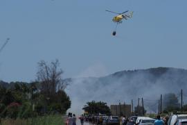 Incendio en el acceso a Ses Salines (Fotos: Marcelo Sastre)