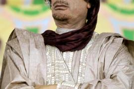 Gadafi responde a las protestas en Libia con una masacre