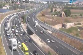 Un accidente provoca retenciones en la autopista del aeropuerto en dirección Palma