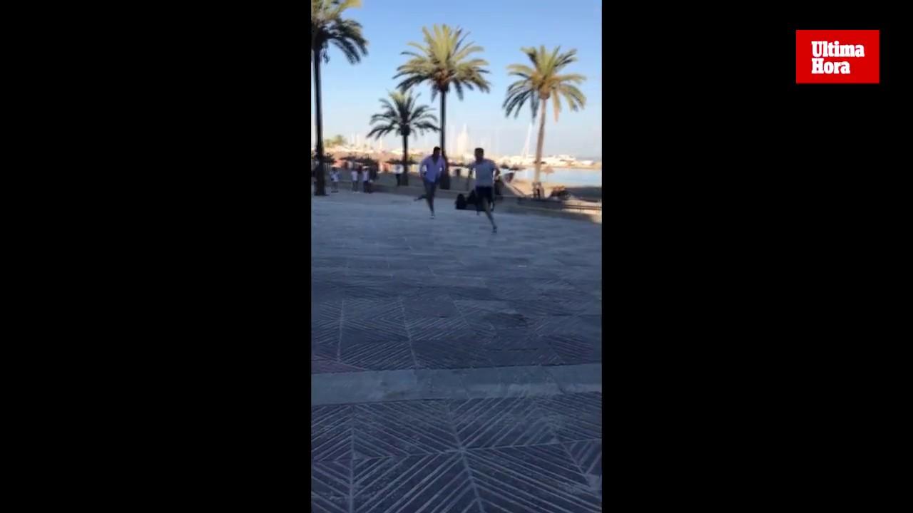 Dos jóvenes se enzarzan en una pelea en el Arenal de Llucmajor