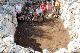 Es Turassot se revela como el poblado visitable de navetas más monumental