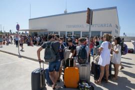 Comienza el desembarco de jóvenes en Ciutadella