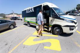 Primer día de la línea de autobús L-50 de Vila y Puig d'en Valls.