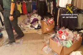 Intervienen cerca de 4.300 prendas deportivas falsificadas en Cala d'Or y Porto Cristo