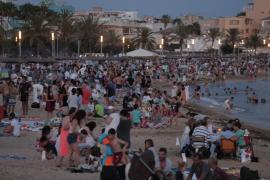 Mallorca vive una mágica y multitudinaria Nit de Sant Joan