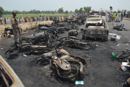 La explosión de un camión cisterna deja al menos 140 muertos en Pakistán