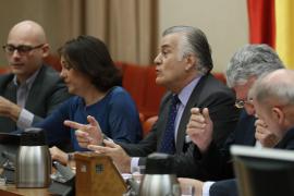 Bárcenas se niega a contestar a las preguntas de los diputados en el Congreso