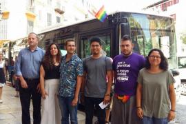 Todos los autobuses de Palma llevarán la bandera LGTBI hasta el domingo